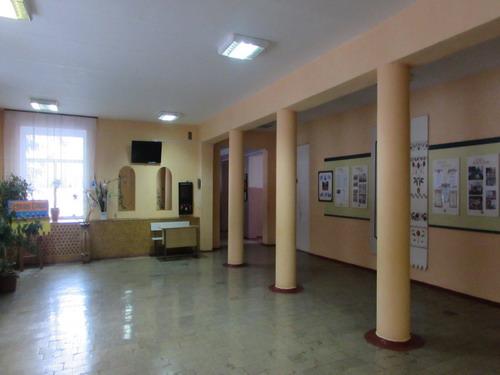 Шкільний хол